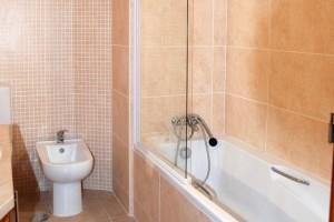 Apt E bathroom 1 [Resolução do Desktop]