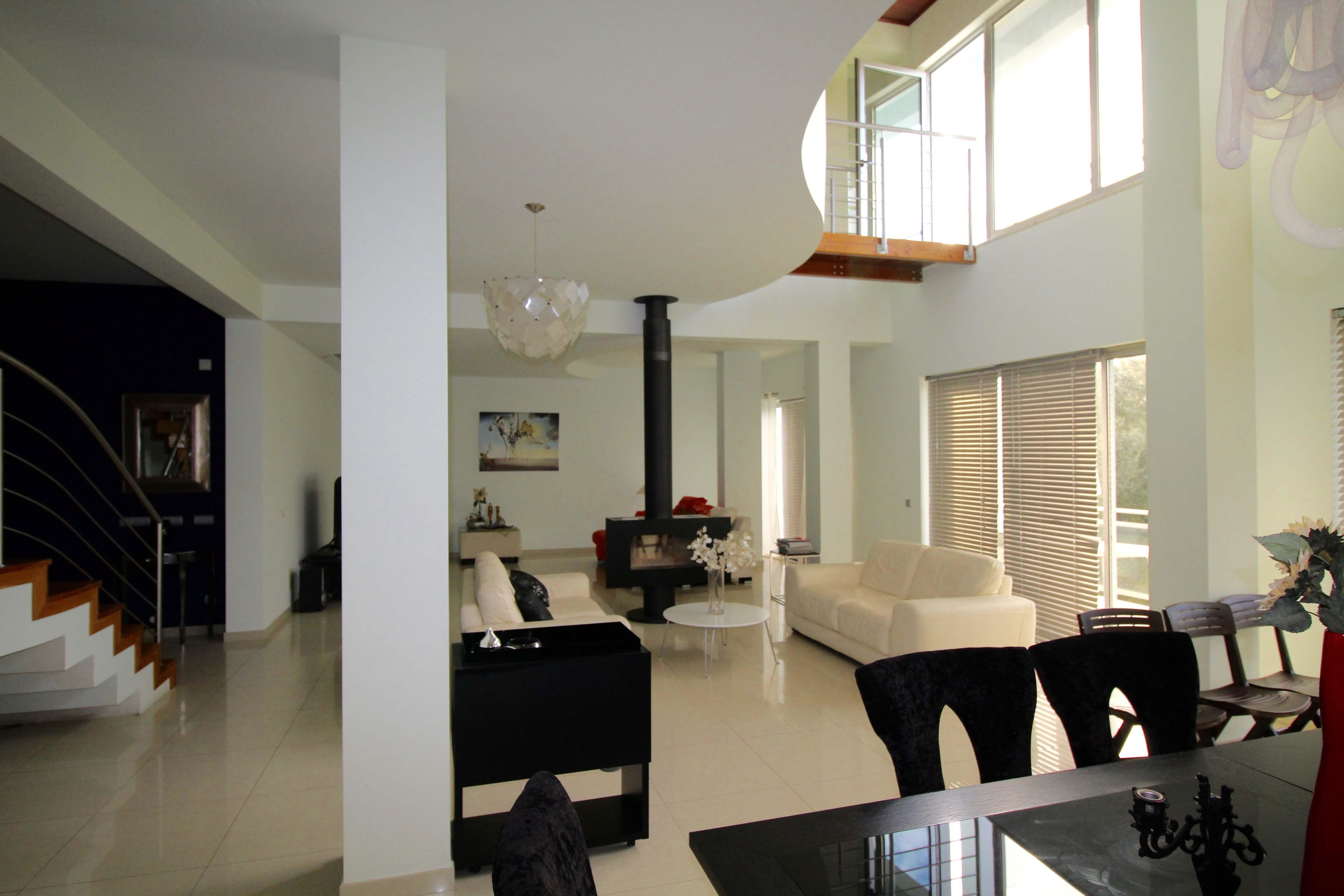 Просторная Вилла в Центре Албуфейры  - Вилла с дополнительным апартаментом в центре курортного города Албуфейра Вилла расположена