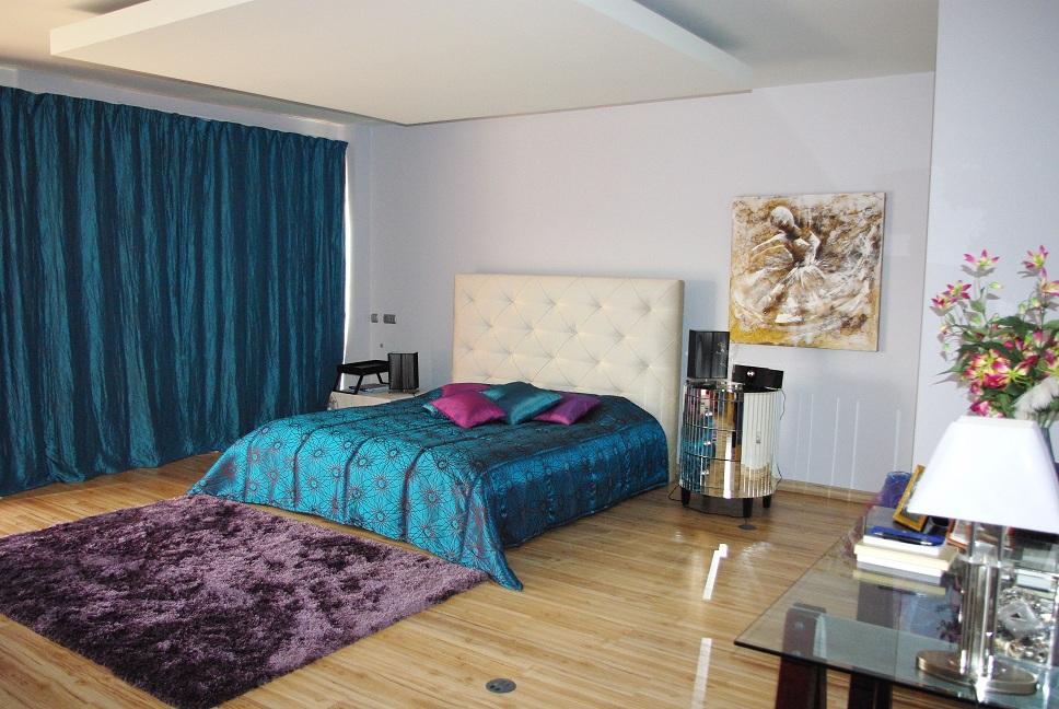 Дом разместился на нескольких уровнях и имеет чудесный вид на парковую Просторная Вилла в Центре Албуфейры  - Алгарве