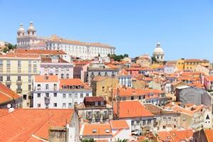 Vue Alfama, à Lisbonne. Toits, Monastère Sao Vicente, l'église Santa Engracia