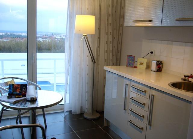 La zone extérieure est idéale pour les repas avec plusieurs grandes Belle propriété moderne 3 chambres à Usseira  - Central Portugal