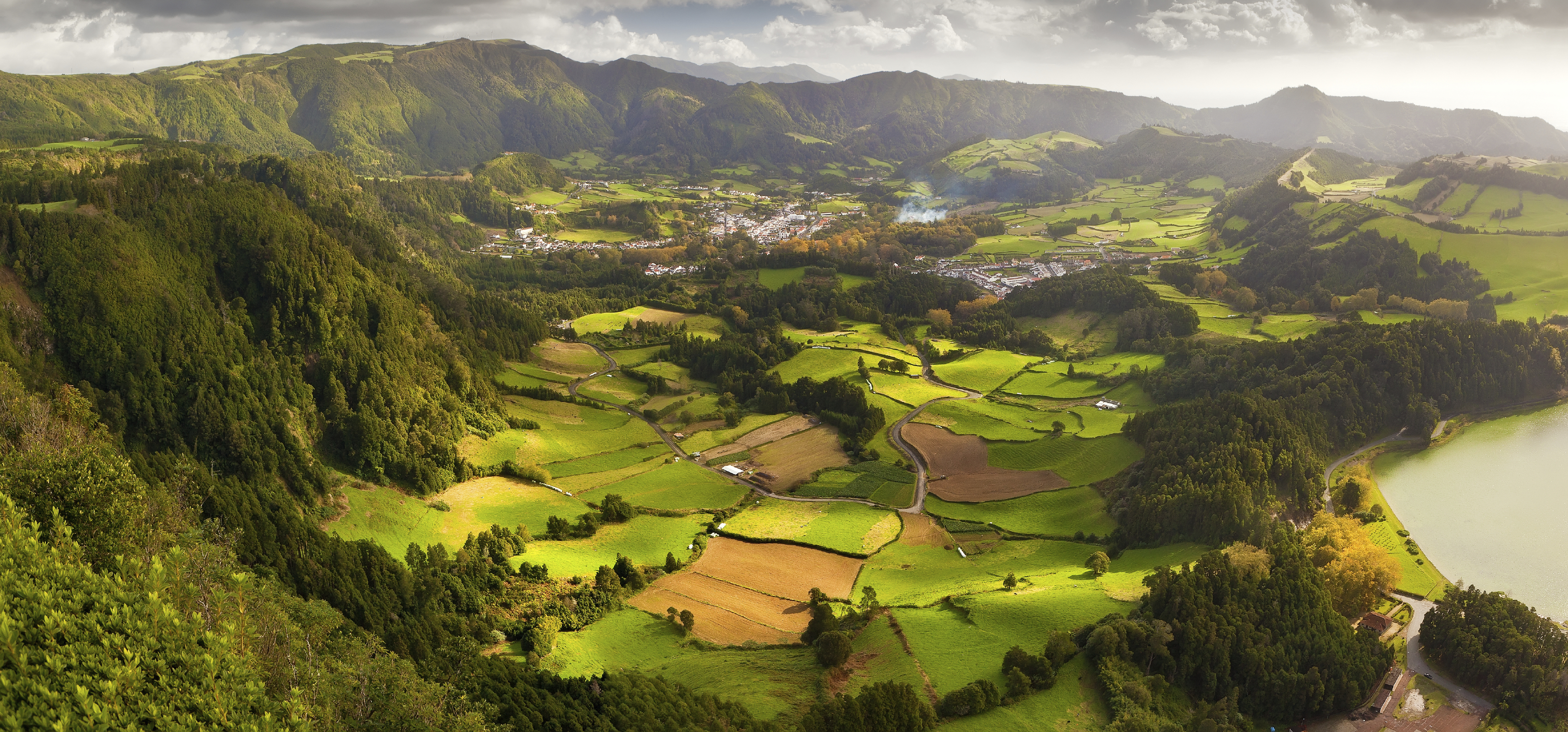 Азорские острова. Фурнаш. Вид долины.