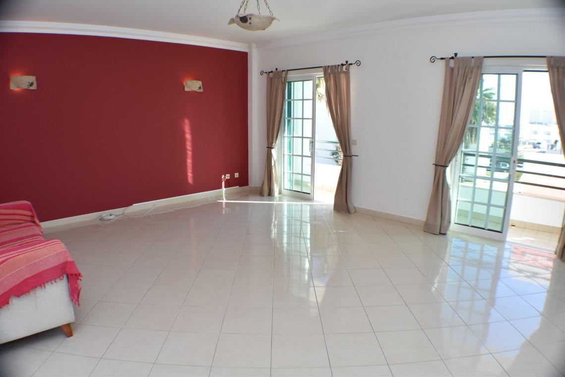 Algarve Fantastic 2 Bedroom Apartment in Albufeira  - Albufeira