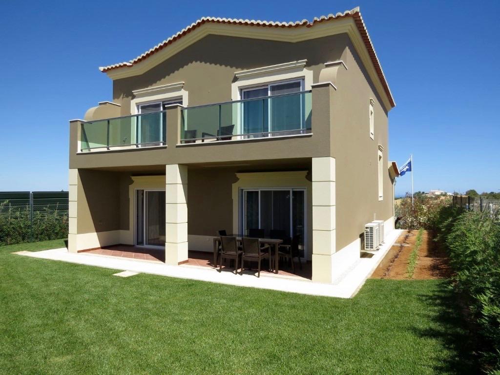 Images Nouvelle construction villa de 4 chambres avec vue sur le golf à Lagos